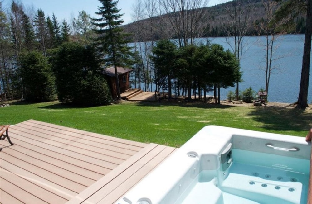 Outdoor Spa Tub, Strong Timbers B&B