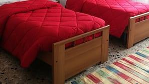 Una cassaforte in camera, una scrivania, letti aggiuntivi (a pagamento)