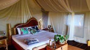 Minibar, decoración individual, mobiliario individual y ropa de cama