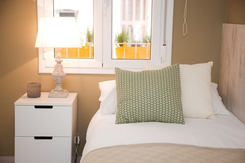 Charming & Quiet Apartment With Balcony & Parking Next TO Park Güell