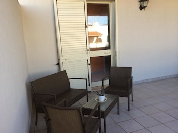 Apartment With one Bedroom in Torre Dell'orso, With Furnished Balcony - 50 m From the Beach