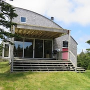 Bay Bluff Cottage - Award Winning Architecturally Designed Oceanfront Cottage