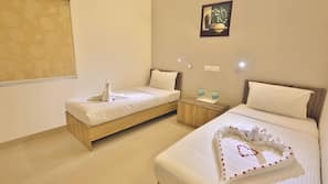 1 bedroom, premium bedding, free minibar, desk