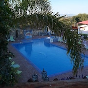 Chalet With 2 Bedrooms in Quarteira, With Pool Access and Furnished Garden - 3 km From the Beach