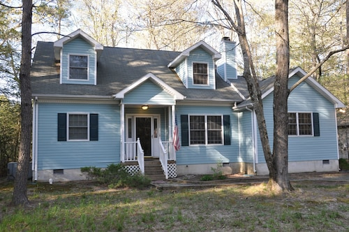 Spacious, Charming House Close to Beach. 5 Bdrs, 3bth w/ Screened in Porch