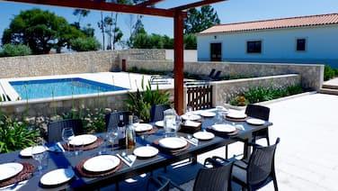 Velho Arvoredo - a beautiful Portuguese Quinta with private pool