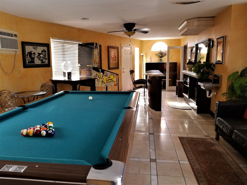 Game Room, Perfect Location, Quiet, Clean, Game-room, Piano, Just Minutes West of the Strip