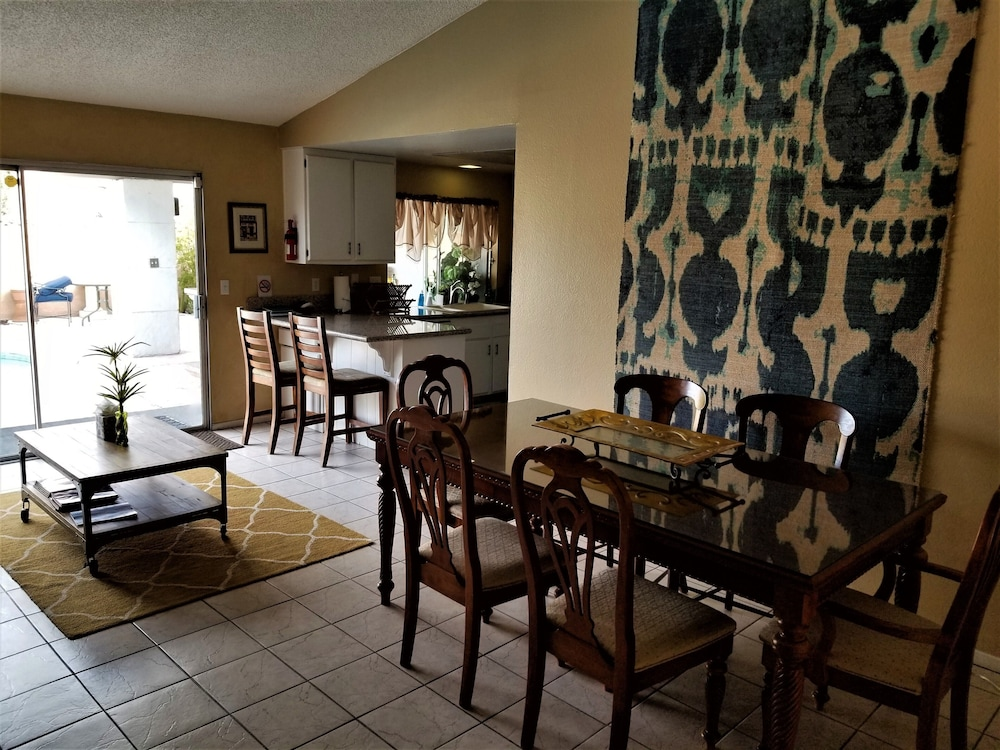 Private Kitchen, Perfect Location, Quiet, Clean, Game-room, Piano, Just Minutes West of the Strip