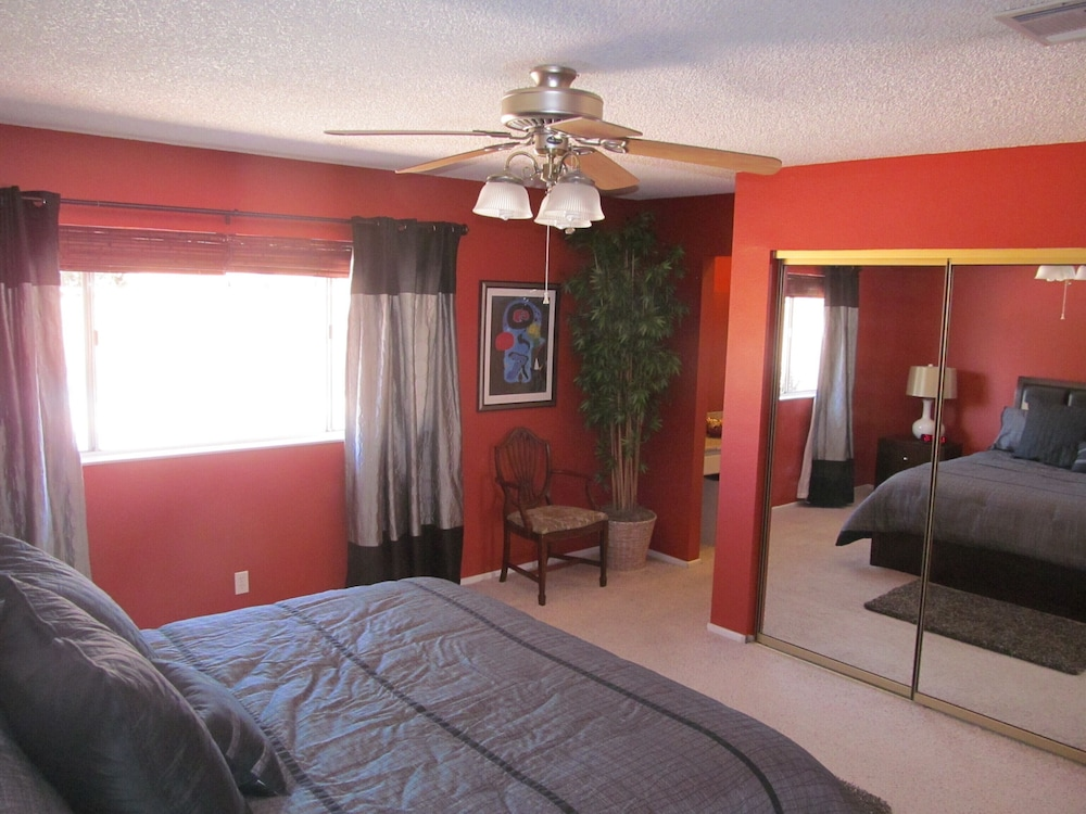 Room, Perfect Location, Quiet, Clean, Game-room, Piano, Just Minutes West of the Strip