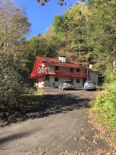 Contemporary Alpine Living In A Charming Farmhouse
