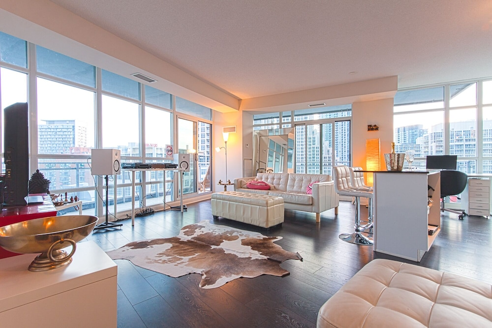 Elegant 2 Bedroom Condo Downtown Toronto 0.0 Out Of 5.0. Featured Image