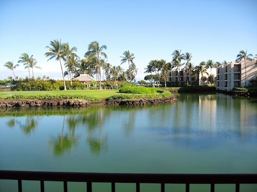 Luxury Condo at the Mauna Lani Resort With Ocean Views, Beaches, Golf, And More