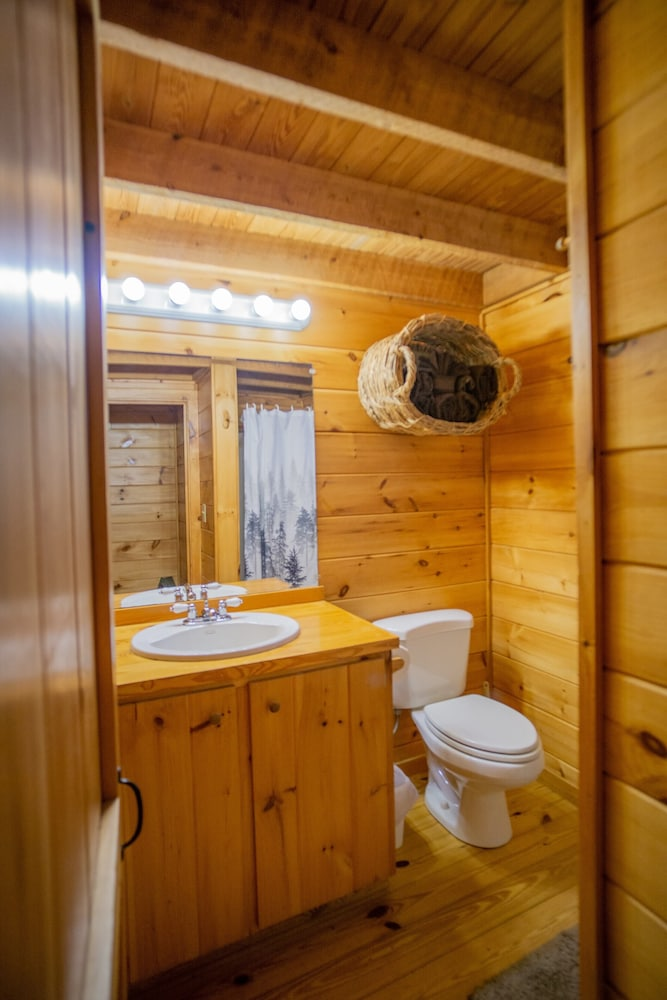 Bathroom, Cozy Cabin With Hot tub - Short Walk to Downtown. Roku tv