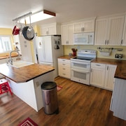 Charming Country Hillside Home in Between Zion and Bryce on Hwy89 - Sleeps 11+!