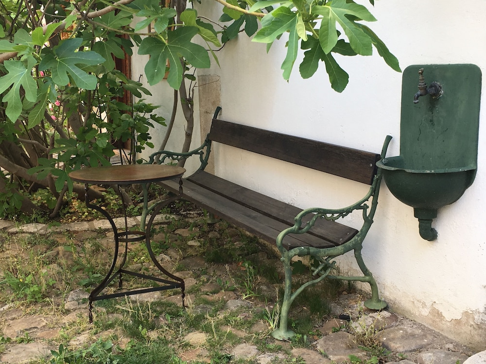 Property Grounds, Holiday in a Quiet Courtyard Location