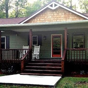 On the Hiawassee River! Sleeps 6! Only 16 Miles From Helen!