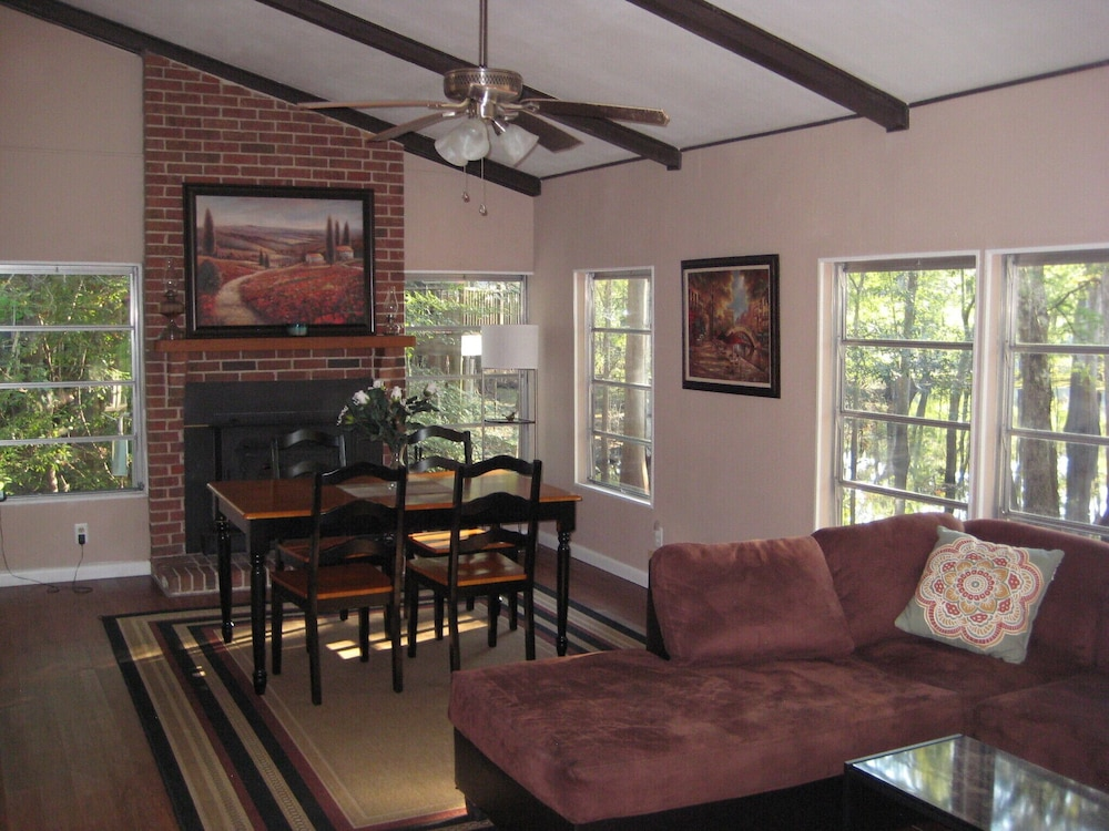 Living Room, 3 Bed / 3 Bath Home on Santa Fe River and Just Upriver From Ichetucknee Springs