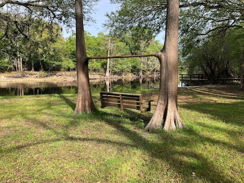 3 Bed / 3 Bath Home on Santa Fe River and Just Upriver From Ichetucknee Springs