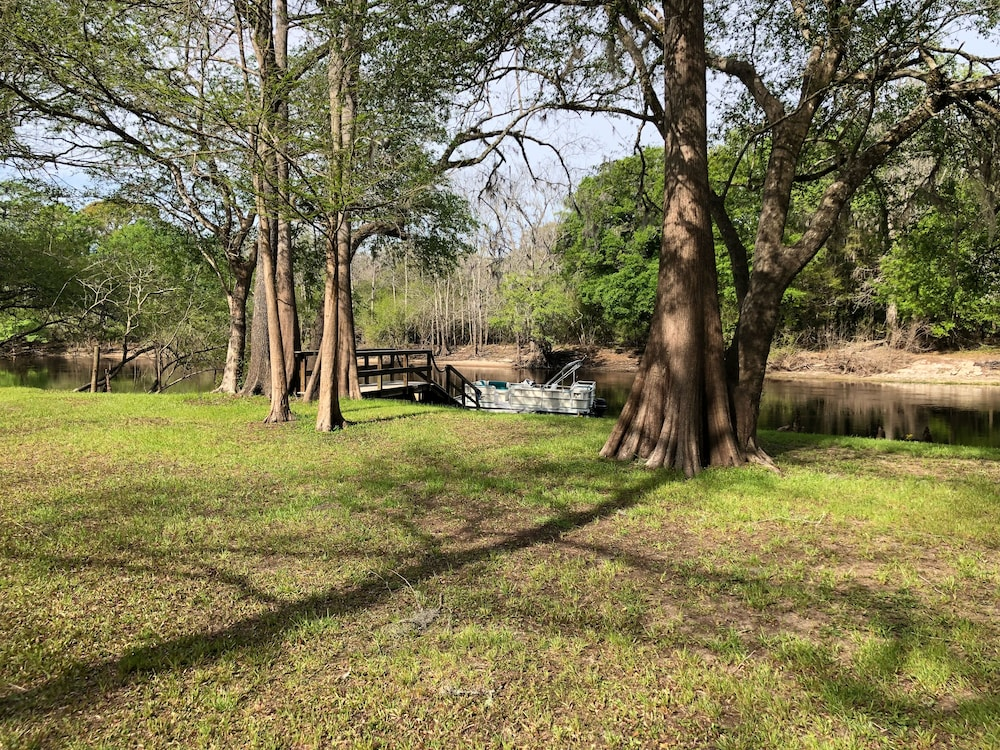 Property Grounds, 3 Bed / 3 Bath Home on Santa Fe River and Just Upriver From Ichetucknee Springs