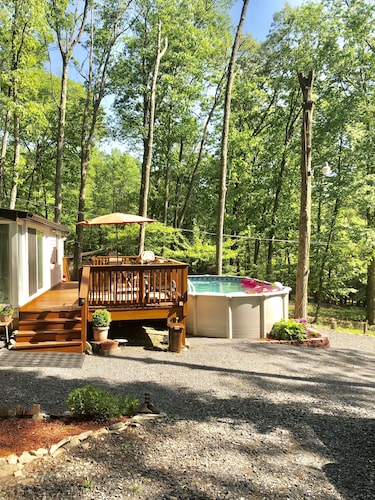 Private Swimming Pool Retreat at Pocono Mountains -shawnee/camelback