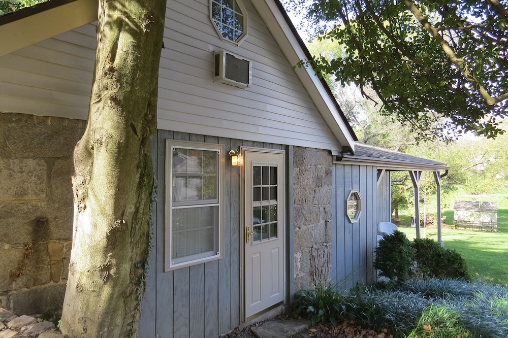 , Charming And Historic Stone Cottage In Ellicott City