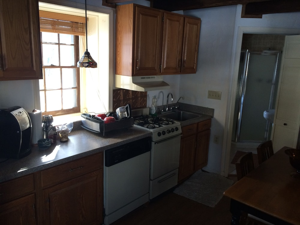 Private Kitchen, Charming And Historic Stone Cottage In Ellicott City