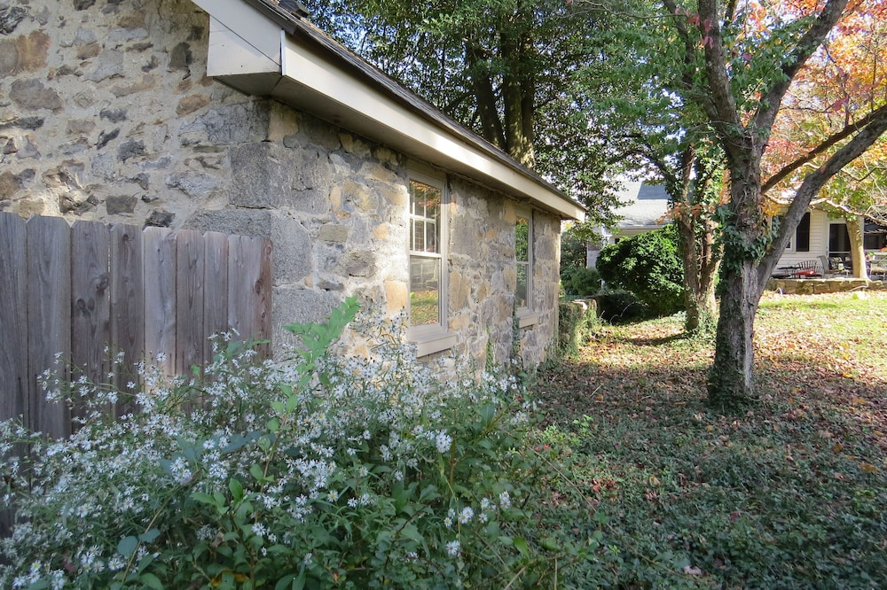 Property Grounds, Charming And Historic Stone Cottage In Ellicott City