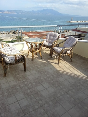House With 2 Bedrooms in Kiato, With Wonderful sea View and Terrace - 100 m From the Beach