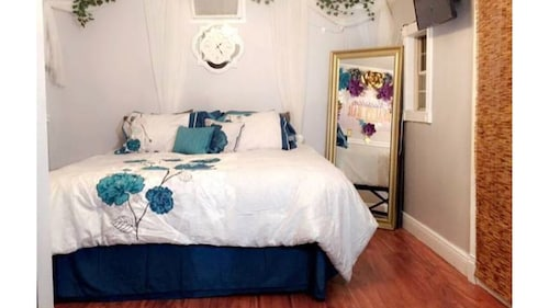 Great Place to stay Brandon/ Tampa - Charming Guest Suite near Seffner