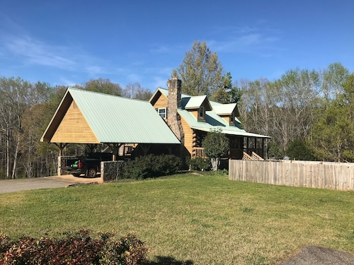 Beautiful True Log Cagin on 6 Private Acres-near Pine Mountain