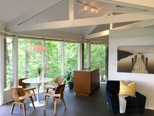Modern Mountain Treehouse - Beautifully Renovated 2 Bed/2 Bath In Big Canoe