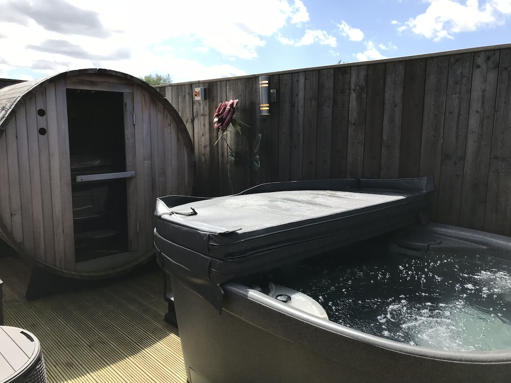 Private Spa Tub, The Stables at Cross Butts