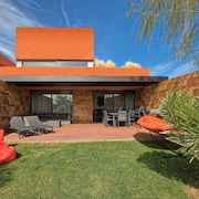 Semi-detached House 4 Bedrooms, Sleeps 8, 5 WC, Air Conditioning, Wifi, Cable TV, BBQ