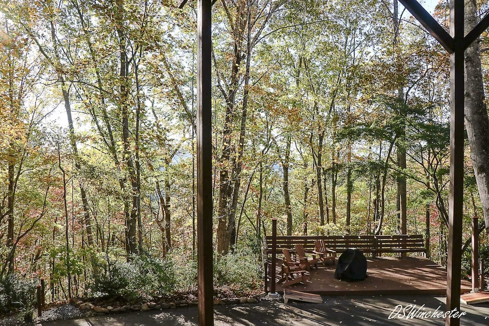 , Stay in a Treehouse Near the Great Smoky Mountains - Bryson City, NC