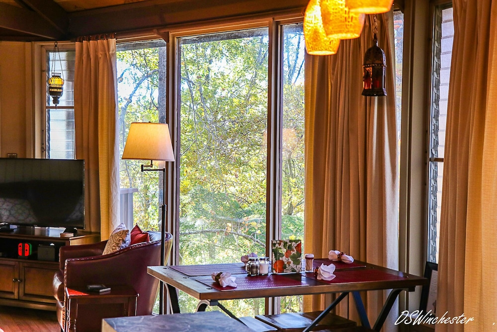 Private Kitchen, Stay in a Treehouse Near the Great Smoky Mountains - Bryson City, NC