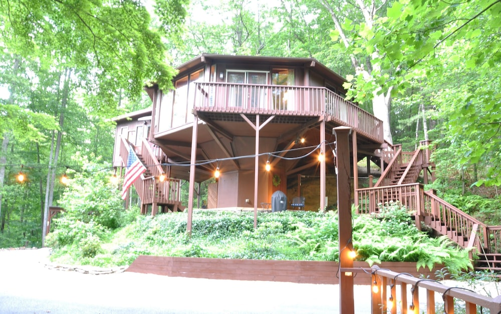 Exterior, Stay in a Treehouse Near the Great Smoky Mountains - Bryson City, NC