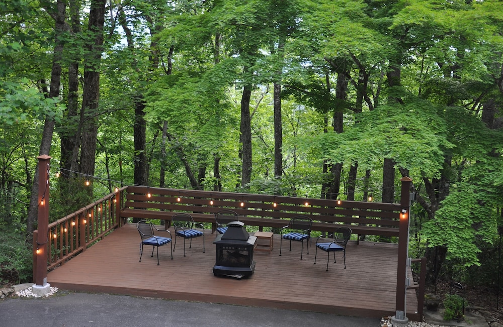 Property Grounds, Stay in a Treehouse Near the Great Smoky Mountains - Bryson City, NC