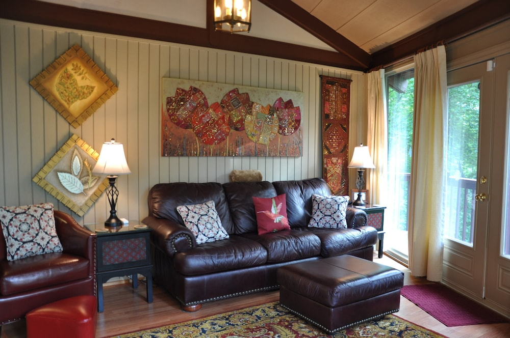 Living Room, Stay in a Treehouse Near the Great Smoky Mountains - Bryson City, NC
