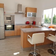 Apartment With one Bedroom in Nazaret, With Enclosed Garden and Wifi - 10 km From the Beach
