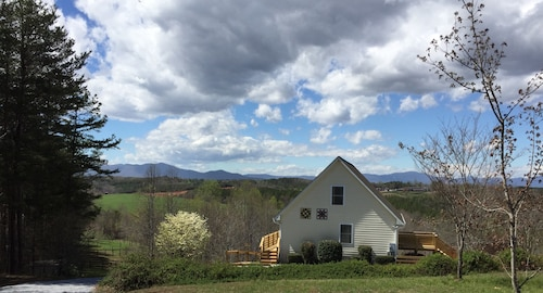 Stunning Horse Country View Chalet Near Tryon Intl. Equestrian Center & Wineries