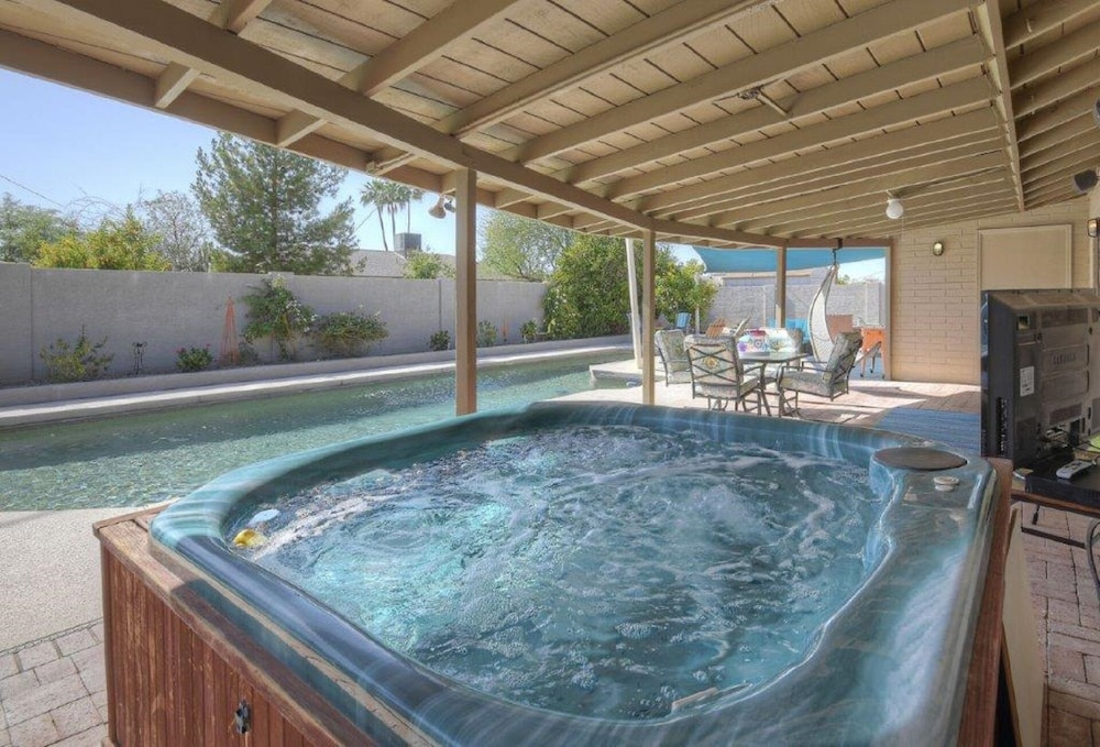 Heart Of Scottsdale Upgraded Home + Heated Lap Pool + Hot Tub + Pool ...