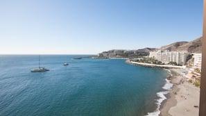 På stranden och strandhanddukar