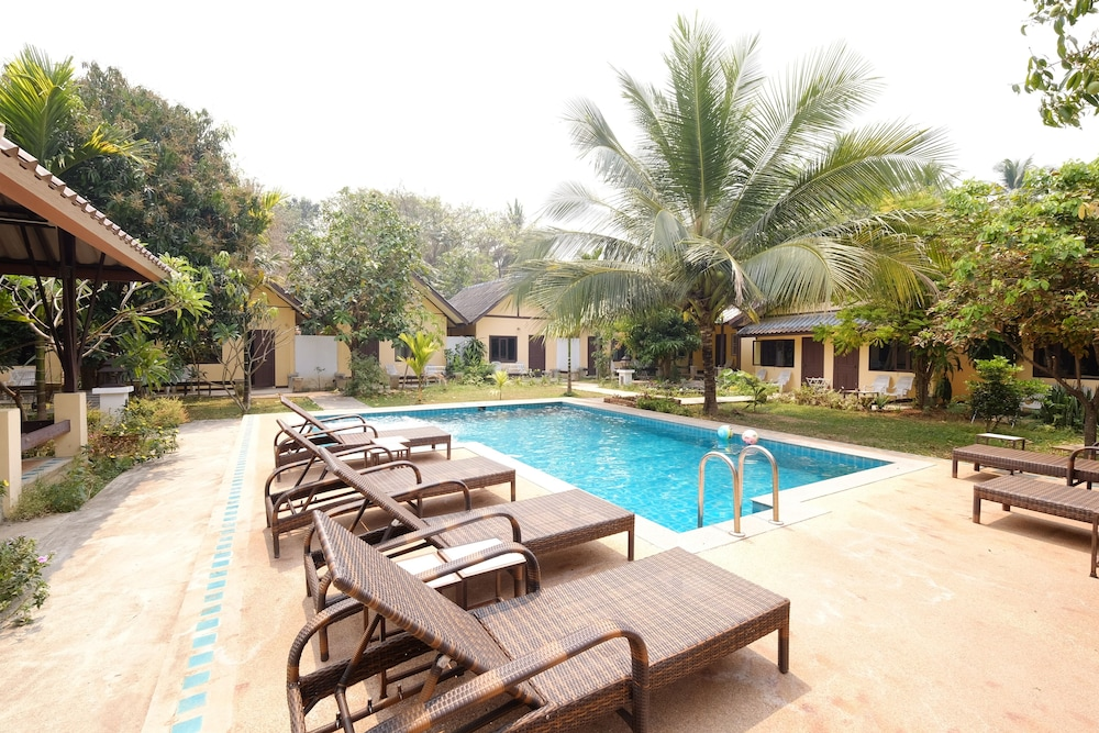 Outdoor Pool, Piya Guesthouse