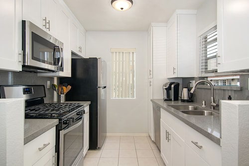 Newly Remodeled, Gorgeous, Cozy Condo With Pool View! Great Location!