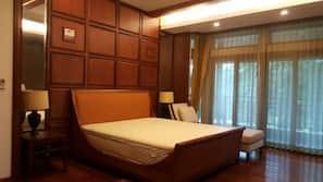 5 間臥室、書桌、窗簾、熨斗/熨衫板