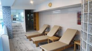 Innendørsbasseng