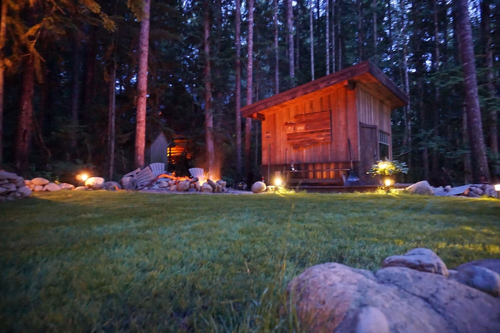 , The Knotty Lodge, Luxury Mountain Retreat, Glacier WA, Mt. Baker, Wifi, Hot Tub