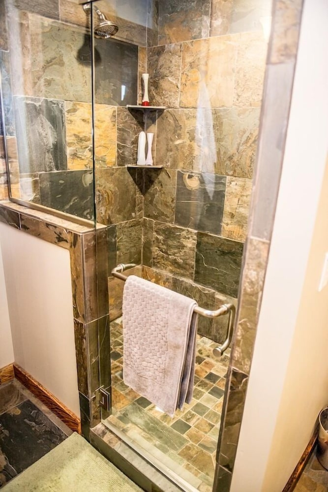 Bathroom, The Knotty Lodge, Luxury Mountain Retreat, Glacier WA, Mt. Baker, Wifi, Hot Tub