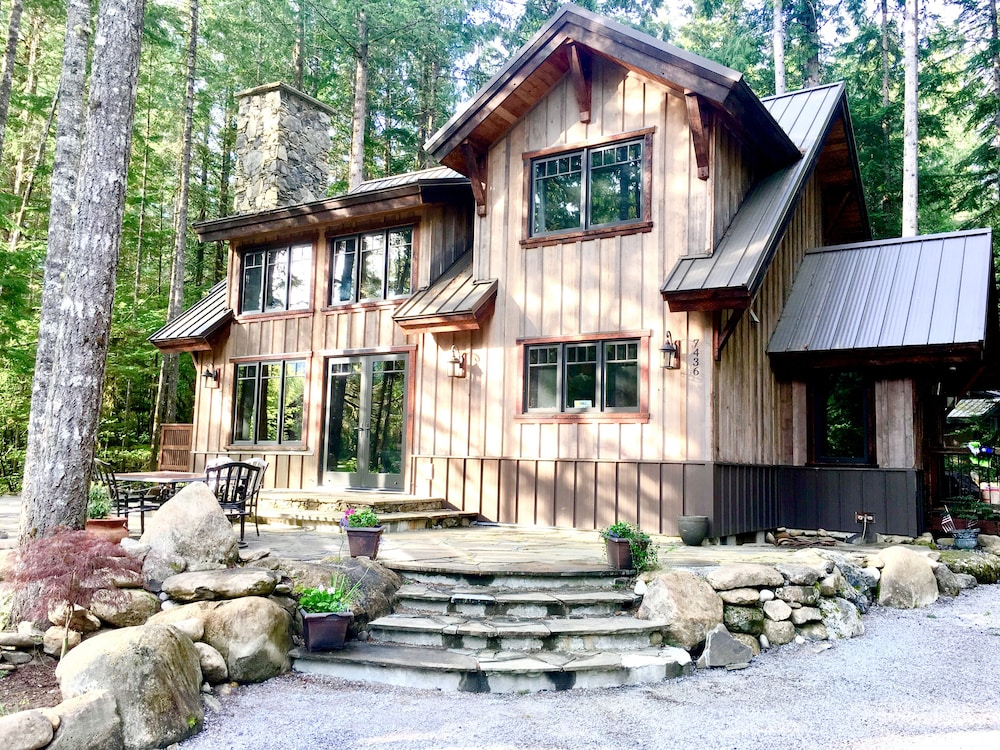 Exterior, The Knotty Lodge, Luxury Mountain Retreat, Glacier WA, Mt. Baker, Wifi, Hot Tub
