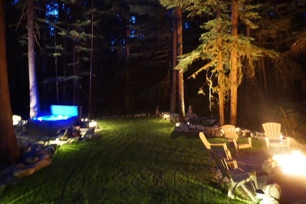 Property Grounds, The Knotty Lodge, Luxury Mountain Retreat, Glacier WA, Mt. Baker, Wifi, Hot Tub